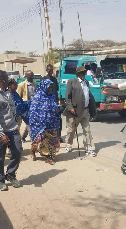 Madaxwaynihi Hore Ee Somaliland Mudane Axmed Silaanyo Oo Saaka Suuqa Luug Ku Soo Maray.