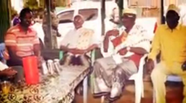Daawo: Madaxweyne kuxigeenka Somaliland oo Reer Berbera Makhaayadaha kula Shaaheeyey