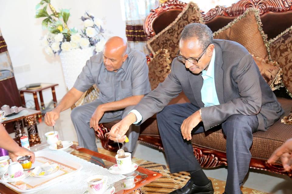 Guddomiyaha Barlamanka Somaliland Cabdiraxmaan Cirro Oo Gurigiisa Hadhimo Sharafeed Ku Maamusay Madaxwaynihii Hore Ee Somaliland Daahir Riyale Kahin+Sawiro