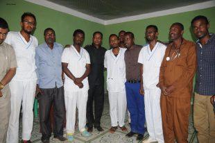 Deg Deg:Wasiirka Wasaarada Caafimadka Somaliland Oo Gaadhay Magaalada Buuhoodle Kulana La Qaatay Dhakhaatiirka Dakhtarka Daryeel +Sawiro
