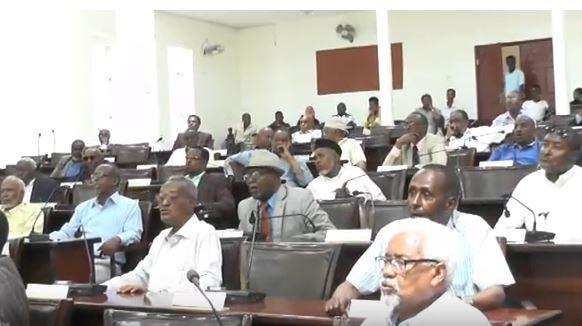 Hargeisa:-Golaha Wakiilada Somaliland Oo Cod Aqlabiyad Ah Ku Ansixiyay Gudoomiyaha Baanka Dhexe Ee Somaliland.