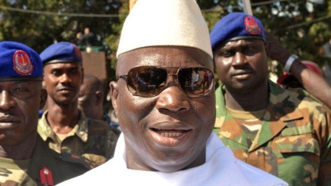 Madaxweynaha Gambia oo diiday inuu xilka banneeyo, dagaalna qarka u saaran