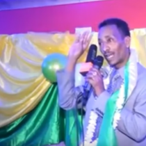 Daawo Muqaal:Abwaan Faarax Murtiile Oo Hab Farshaxamaysan Ugu Gar Qaaday Somaliland Iyo Somaliya.