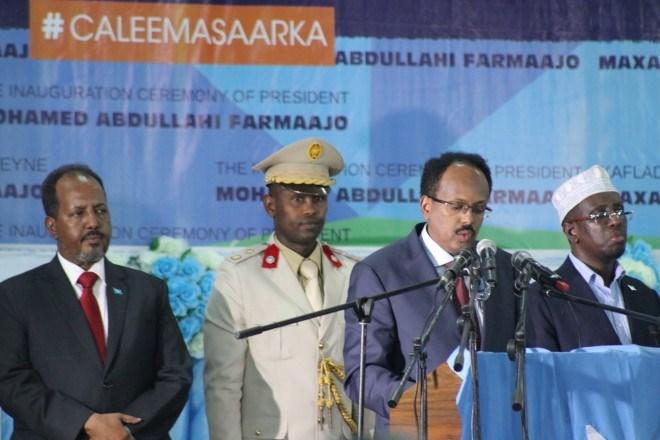 Wax ka Ogow Qabka Ay U Qabsontay Xafladii Caleemo Sarka Madaxwaynaha Somaliya Farmaajo Iyo Sida Ay Qabsontay.+Sawiro