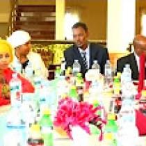 Daawo:Kooxda Fanaaninta Ee Xidigaha Geeska Ayaa Hadhimo Sharafed U Sameeyey Safiirada Somaliland U Fadhida Dalka Engiriiska