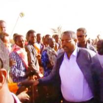 Madaxweynaha Ismaamulka Somalida ee ETHIOPIA oo Galabta Ku Soo Hoyday Degmada Ballidhiig Qaybtiisa ETHIOPIA Iyago Halkaas Keenay Raashin