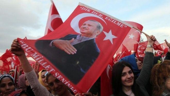 Trump oo Erdogan ugu hambalyeeyay guusha aftida