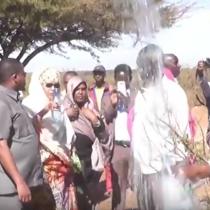 Daawo: Wasiirada Maaliyada Somaliland Iyo Agaasimaha Madaxtooyada Somaliland oo Xadhiga Ka Jaray Ceel Biyoodyo Laga Hirgeliyay