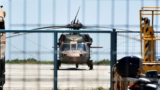 elicopter ay la socdeen ciidamo ka baxsaday dalka Turkiga oo iska dhiibay Giriiga