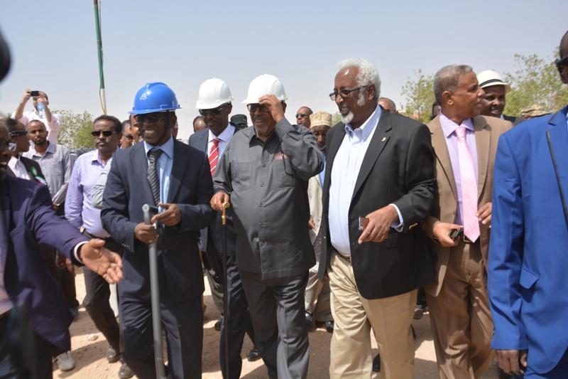 Madaxweynaha Somaliland Oo Dhagax-dhigay Bilowga Dhismaha Wadada Isku Xidha Xamaas Iyo Hargeysa+Sawiro
