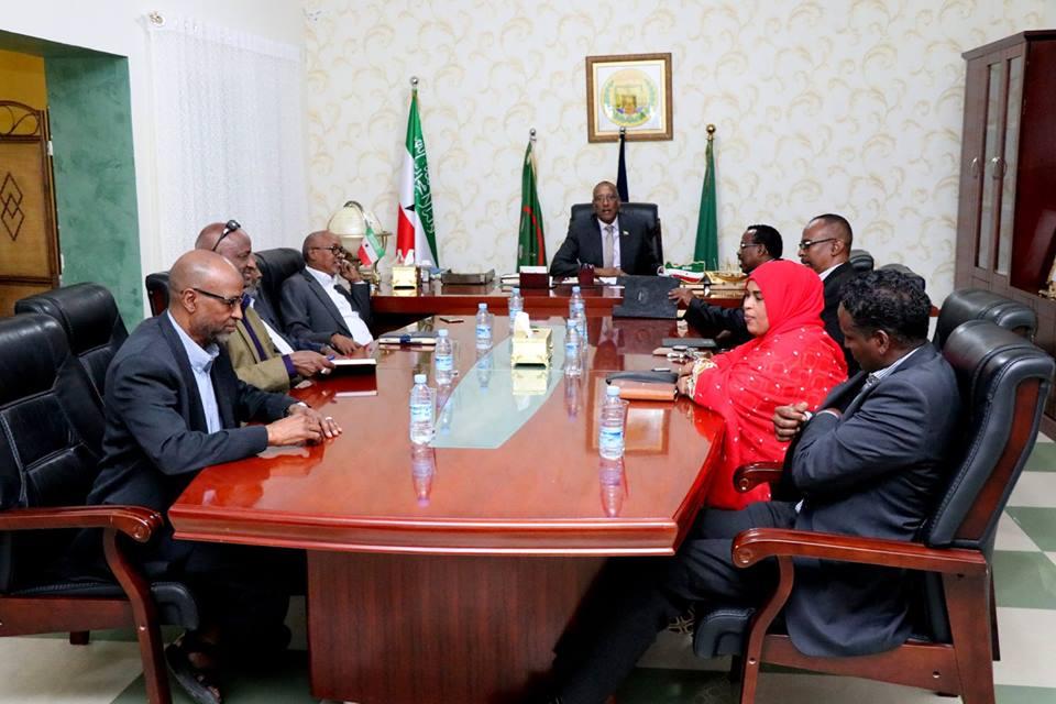 Hargeisa:- Madaxweynah Somaliland Oo Kulan La Qaatay Gudida Doorashooyinka Somaliland Iyo Arimaha Ay Ka Wada Hadleen Madaxweynaha.