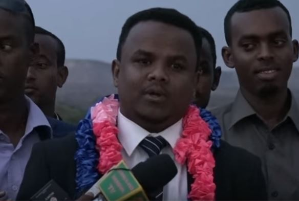 Daawo;Gudomiyaha Hay'ada Shaqalaha Somaliland Sharmarke Gelle Oo Mahad Naqay Madaxda Xukuumada Somaliland Si Diiran Ugu So Dhaweyay Casimada Hargeysa.