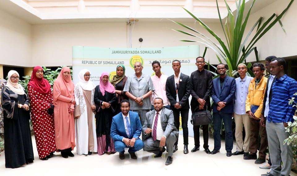 Hargeisa:- Madaxweynaha Jamhuuriyadda Somaliland Oo Madaxtooyada Ku Qaabilay Dhallinyaro Hal-abuur Cusub Ikhtiraacay.