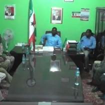 Daawo:Gudoomiyaha Gobolka Sool Ayaa Kulan La Qaatay Taliyaha Ciidanka Ilaalada Somaliland Oo Safar Ku Jooga Gobolka Sool.