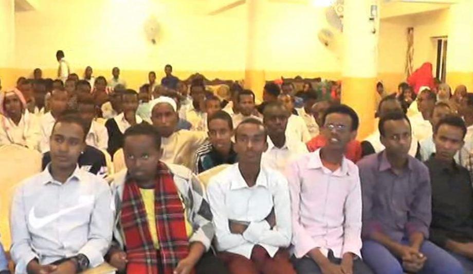 Daawo:Munaasiabda Balaadhan Oo Ilyartu is Qabatay Oo Naadiga Halkaraan Ku Soo Bandhigeen Suugaanta Mustafe Khaliiji