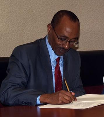 Dr Bulxan Oo Magaalada Muqdisho U Tagaya Sidii Uu Shacabka Xamar Ugu Qancin Lahaa Qadiyada Somaliland