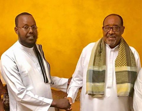Madaxwaynaha Somaliland Oo Madaxtooyada Ku Qaabilay Macalin Lamagac Ah Oo Dhawaan Xabsiga Loo Taxaabay Iyo Kaftankii Dhexmaray+Sawiro
