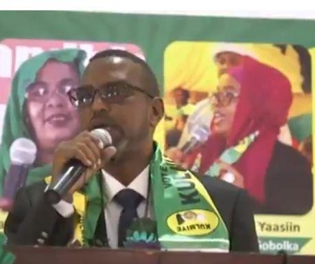 Daawo:Siyaasi Khadar Cismaan Oo Banaanka Keenay Shuruudaha Lagu Xidho Qofka WADANI Ku Biiraya