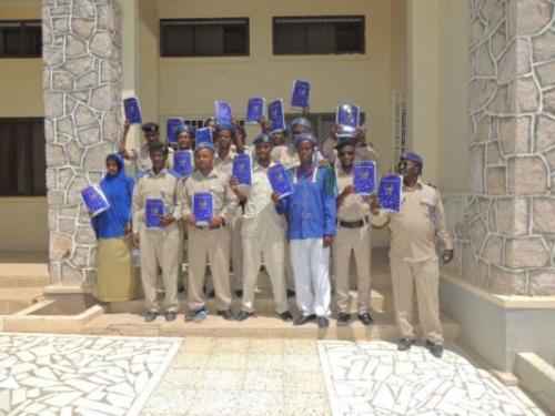Taliyaha Guud Ee Ciidanka Booliska Somaliland Oo tababar 30 Askari U Soo Xidhay Magaalada Hargeysa+Sawiro