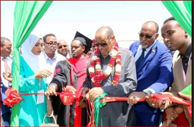 Daawo:-Madaxwaynaha Xilka Kasii Degaya Ee Somaliland Oo Xadhiga Jaray Maktabada Qaranka Oo Lagu Magacdaray