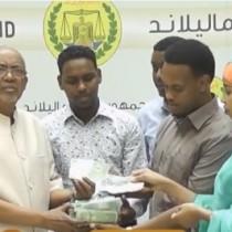 Daawo:Madaxweyne Ku Xigeenka Somaliland Oo Deeq Isugu Jirta Lacag Iyo Raashin Kala Wareegay Dhalin Yaro U Kacday Dadka Tabaalaysan