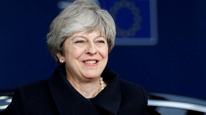 Theresa May oo sheegtay in 'aysan ka leexaneyn wadada ay ku socoto'