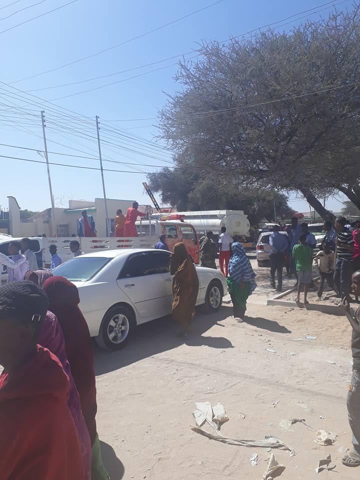 Daawo Sawiro Ku Saabsan Dab Ka Kacay Guriga Wasiirka Madaxtooyada Somaliland +Dabkii Oo Markiiba La Bakhtiiyay