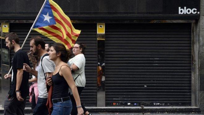 Ra'isal wasaaraha Spain oo digniin u diray baarlamanka Catalonia
