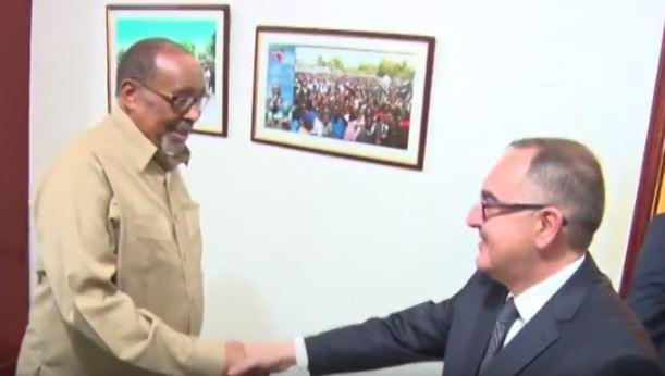 Daawo;Madaxweyne Siilaanyo Oo Xafiiskiisa Ku Qaabilay Wakiilka Dawlada Turkiga U Fadhiya Somaliland.