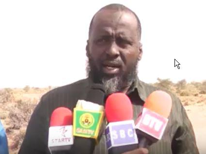 Daawo:Nuxurkii Maayirka Burco Ka Jeediyey Dhul Banaan Oo Ugu Deeqay Caruurta Darbijiifka Magaalada Burco