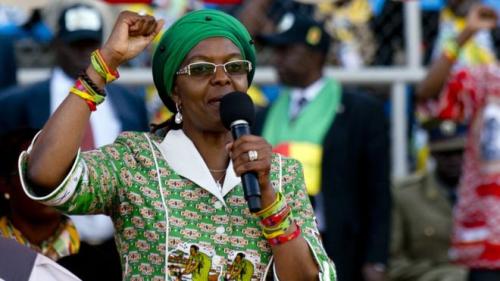 Xaaskii Robert Mugabe Oo La Baadhayo Sababta Loo Siiyay Shahaada PHD.