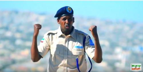 Daawo;Fanaanka Cabdikariim Jaas Oo Hees Qiime Badan U Haneeyey Ciidanka Booliska Somaliland.