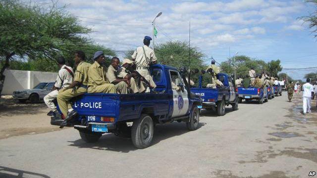 War Deg Deg Ah Ciidamad Policeka Somaliland Oo Gacanta Ku Soo Dhigay Gawaadhi Ay Lahayd Ha,aayada Hello-Trust + Arimaha Lagu Haysto.