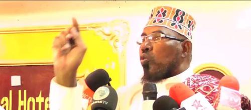 Daawo:Suldaan Yusuf Cabdi Cawed Oo Si Adag Uga Hadlay Xeerka Baananka Ee Hor Yaala Baarlamanka.