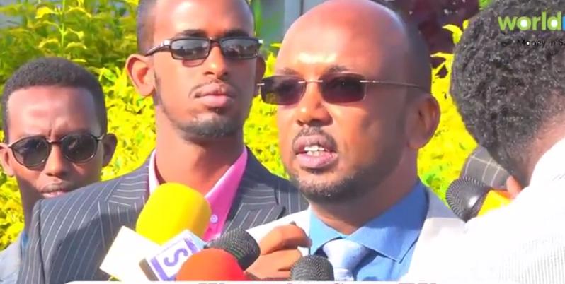 Daawo: Wasiirka Duulista Iyo Hawada Somaliland Md Farxaan Adan Haybe oo Raaligelin Ka Baxiyay Hadalo Hore Uga Soo Yeedhay Maamulaha Madaarka Cigaal Airport