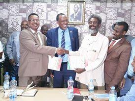 Daawo:Wasiirka Waxbarashada Somaliland  Ayaa xilkii U Kala Wareejiyay Agaasimhii Guud Hore Iyo Agaasimaha Guud Ee Cusub