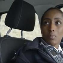 London:- Gabadh Somaliyeed Oo Kasoo Dhex-Muuqatay Ciidanka Magalada London Ee Wadanka Ingriiska.